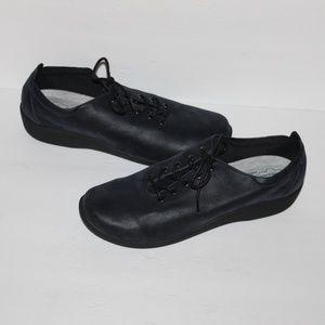 Clarks Navy Black Women size 10 Comfy Lace up